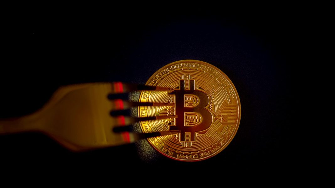 bitcoin and a fork symbolising blockchain fork